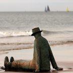 Man op het strand Knokke standbeeld